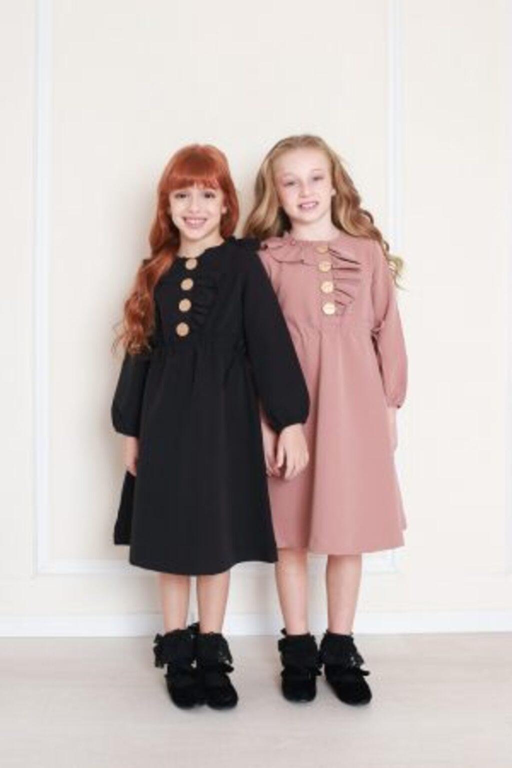 שמלה קומות ופפיון בכתף- שחור
