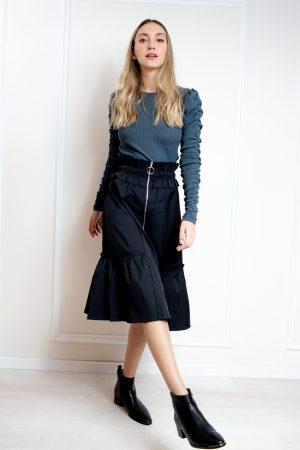 חצאית כיווצים וריצרץ שחור